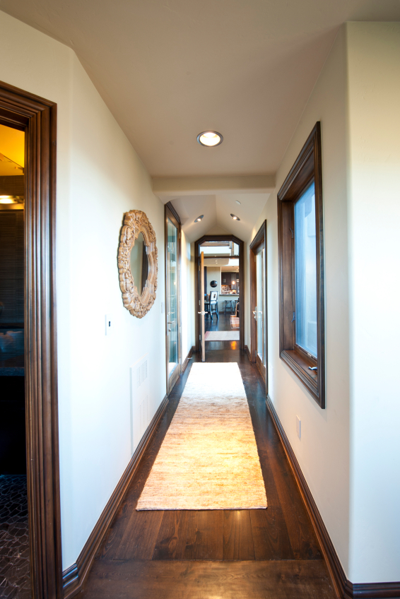 In Tony's Flooring recent blog post, this GTA flooring specialist gives tips on how to dress up hallways with an area rug to make it look as attractive as any other space in the home.